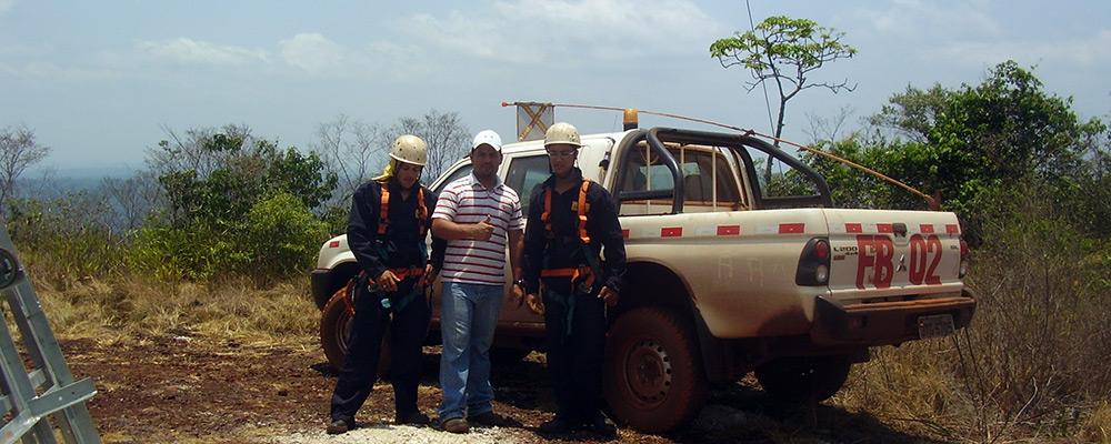 Equipe de montagem da Condormeral
